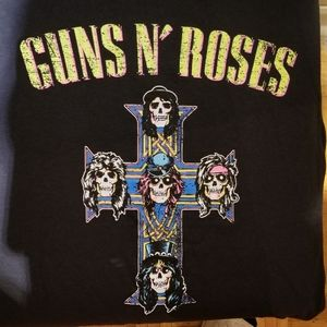 GUNS N' ROSES Graphic Tee (Size Small)